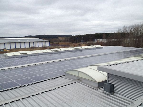 Dachsanierung mit Photovoltaik Anlage Beispiel 1
