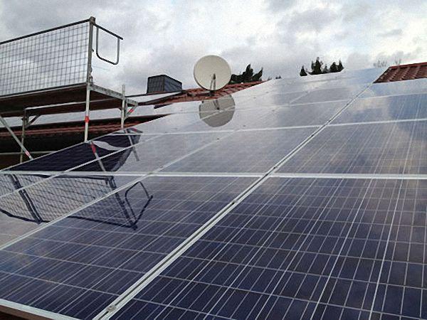 Dachsanierung mit Photovoltaik Anlage Beispiel 2