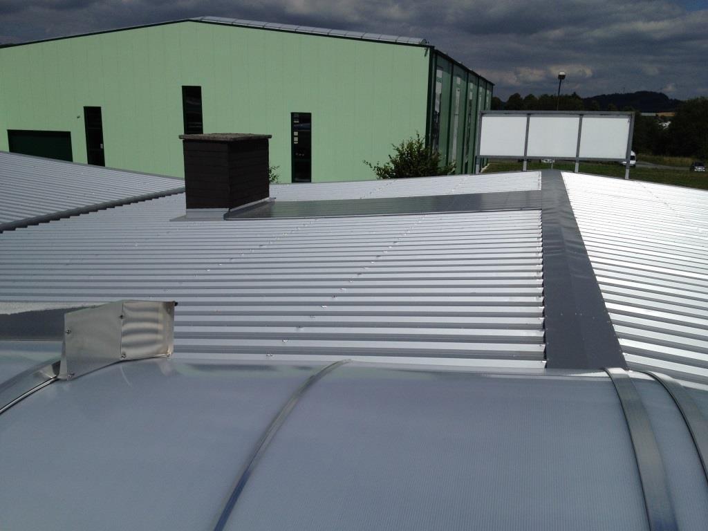Dacheindeckung einer Industriehalle